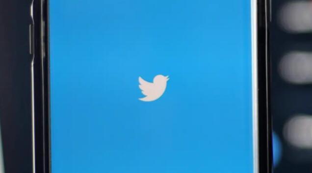 推特与脸书团体和红迪社区竞争