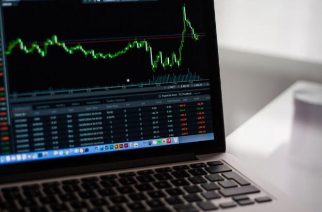 通胀推动加息押注股市上涨与美元疲软