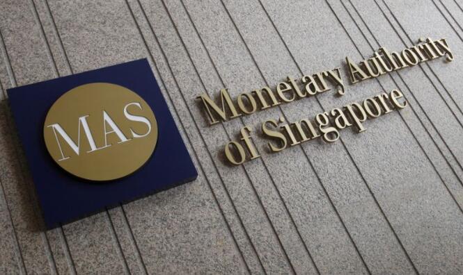 新加坡央行出人意料地收紧政策