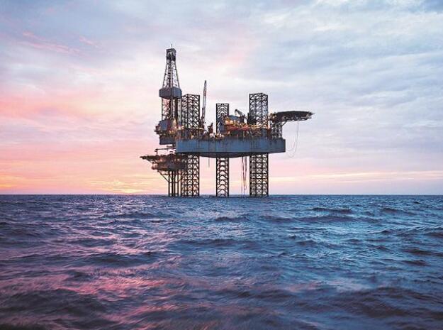 """由于担心飓风""""尼古拉斯""""导致美国石油供应中断 油价触及六周高位"""